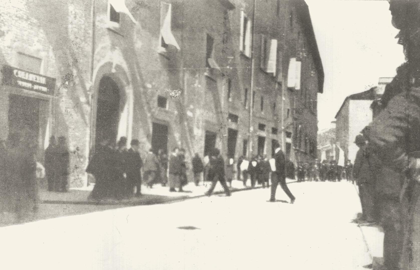 5. Imola, 1921, prima entrata degli squadristi fascisti in città (Archivio Cidra)