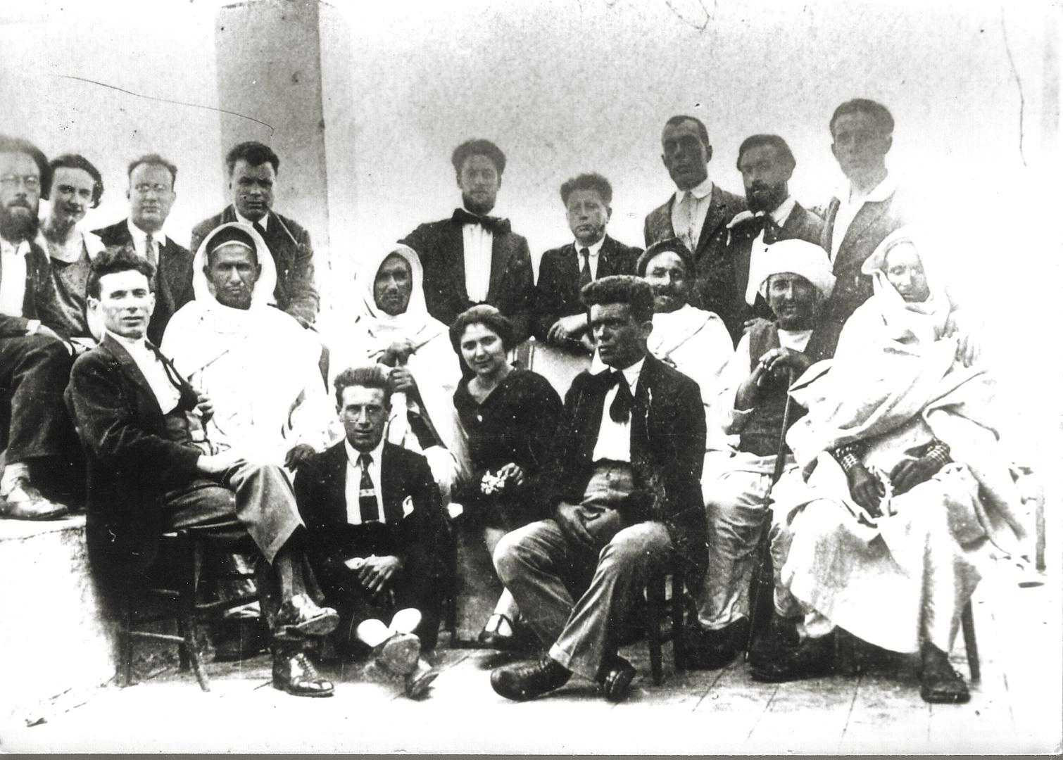 3. Ustica, 1927, antifascisti italiani e libici confinati (Archivio Cidra)