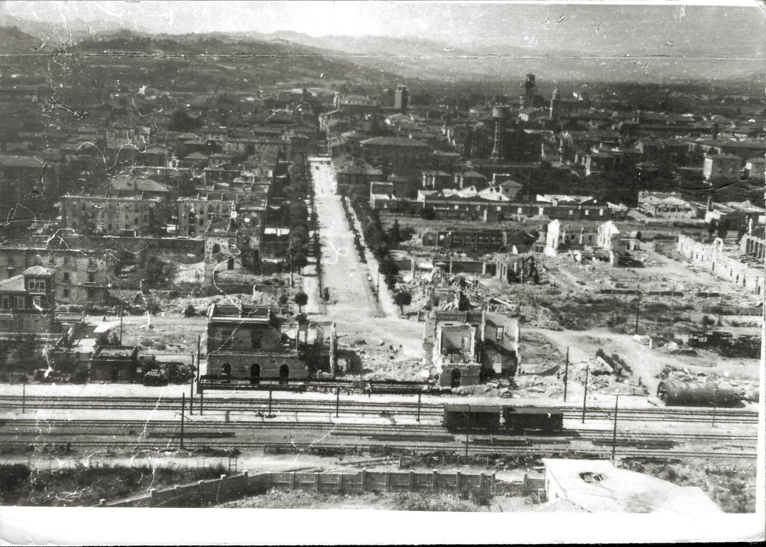 2. Imola, maggio 1944, la stazione e il viale Andrea Costa (Archivio Cidra)