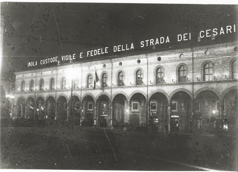 3. Imola, 1932, Palazzo Sersanti in occasione della visita del Segretario del PNF Achille Starace (Archivio Carlo Parenti)